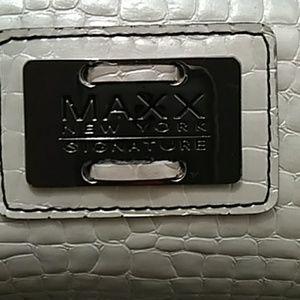 Maxx New York Signature Bag